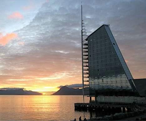 Solnedganger er vakre. Men nå trenger vi flere soloppganger ... Foto: Odd Roar Lange