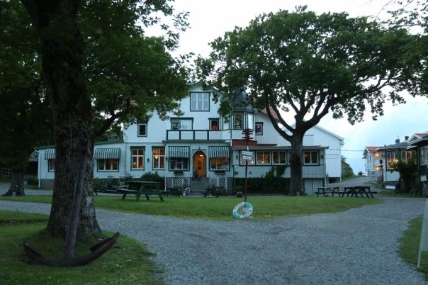 Hotellet en sommerkveld under løvtrærne Alle bilder:Odd Roar Lange