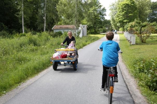 Mopeder med bagasjebrett møter du overalt. Husk å leie deg en sykkel. Alle foto: Odd Roar Lange