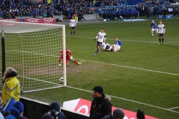 Moldes Tommy Høiland scorer 4-2-målet og det er slutt for Rosenborg i cupfinalen. Alle bilder: Odd Roar Lange